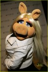 miss-piggy-ne-yo-03