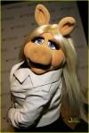 miss-piggy-ne-yo-03